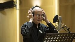 Nhạc sĩ Vũ Thành An trong phòng thu album mới. Ảnh: PHẠM HOÀI NAM