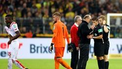 Tranh cãi đã nổ ra sau khi VAR công nhận bàn thắng không hợp lệ cho Dortmund. Ảnh: Getty Images