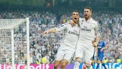 Ronaldo (trái) và Ramos đang bất đồng. Ảnh Getty Images