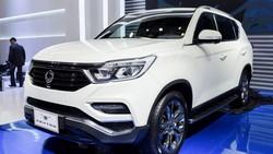 SsangYong cũng trình làng dòng SUV hạng D phân khúc cao cấp phiên bản G4 Rexton 2018.