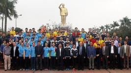 阮玉善部長與全體運動員、教練合影。(圖源:互聯網)