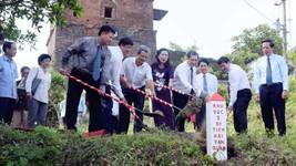 Lãnh đạo tỉnh Thừa Thiên – Huế và TP Đà Nẵng cùng nhau chôn cột mốc khu vực 1 di tích Hải Vân Quan