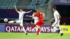 Vietnam national football players (in red T- shirt) had a confident performance with New Zealand.