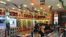 Inside a FPT Shop store in Dan Phuong district, Hanoi (Photo: fptshop.com.vn)