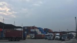 Nhiều thời điểm cảng Cát Lái tắc nghẽn do lượng hàng hóa thông qua cảng này luôn ở mức cao Ảnh: THÀNH ĐỒNG