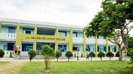 Dãy phòng học mới của trường THCS Quế Phú