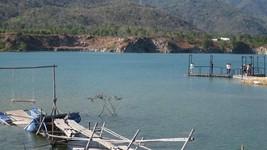 Hồ nước sâu Ba Cô - Đá Xanh (phường Kim Dinh, TP Bà Rịa) được hình thành sau khi khai thác đá, chưa có phương án bảo vệ phòng chống đuối nước