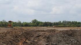 Phạt nặng doanh nghiệp khai thác đất mặt trái phép và tịch thu xe tải