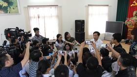 Ông Mai Văn Trinh trả lời báo chí