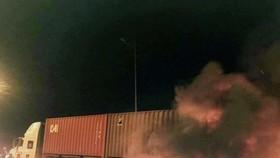 Xe khách ủi xe container trên cao tốc Long Thành, 2 người chết