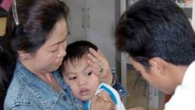 The best way to prevent mumps is vaccination (Photo: SGGP)