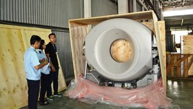 The shipment of second hand medical equipment detected (Photo: SGGP)