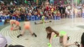 The bikini-clad dance performed in Dam Sen Park. The park is fined for the improper show (Photo: SGGP)