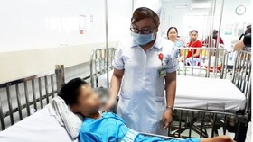 The boy is treated in the intensive care unit after the operation (Photo: SGGP)
