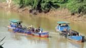 Binh Duon authority sets up hot line to receive feedbacks on sand exploitation (Photo: SGGP)