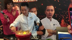 The famous chef performs at an event(Photo: SGGP)