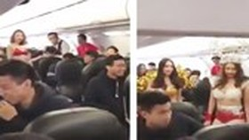 VietJet fined VND40 million for bikini show on flight carrying  U23 footballers