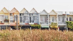 Hanoi authority reclaims unshaped, small houses for public purpose