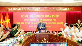 Prime Minister Nguyen Xuan Phuc delivered a speech at the working session with Viettel Group. Photo by VGP