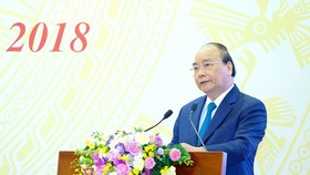 Prime Minister Nguyen Xuan Phuc delivered his speech at the conference between the central government and local authorities. Photo by VPG