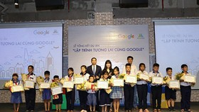 Excellent pupils received their awards from the program