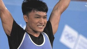 Weightlifter Ngo Son Dinh won a gold medal in the men's 56kg event at the 2018 Summer Youth Olympic Games in Argentina on October 7. (Photo: Thethaoplus)