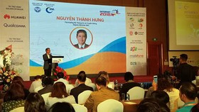 Deputy Minister Nguyen Thanh Hung delivered his presentation in the conference Internet Day 2018. Photo by TB