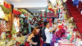 Plentiful decorative items, apparel in markets for Noel season