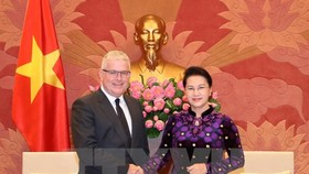 National Assembly Chairwoman Nguyen Thi Kim Ngan (R) and Australian Ambassador Craig Chittick (Source: VNA)