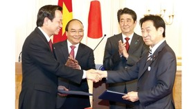 Prime Ministers of Vietnam and Japan witnessed exchange of 14 signed documents between ministries and agencies of the two countries