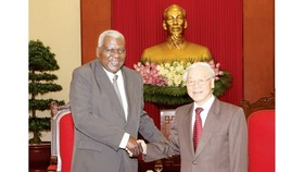 The General Secretary of the Central Committee of the Communist Party of Vietnam Nguyen Phu Trong welcomes Cuban NA Speaker Esteban Lazo Hernandez