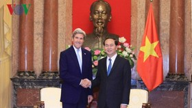 Vietnamese President receives former US Secretary of State John Kerry