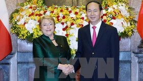 President Tran Dai Quang (R) and Chilean President Michelle Bachelet Jeria (Source: VNA)