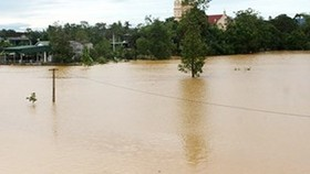 Flood and downpour isolate areas of the central provinces