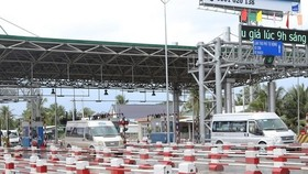 Prime Minister Nguyen Xuan Phuc ordered the temporary postponement of fee collection at the Cai Lay Build-Operation-Transfer (BOT) toll station in the Mekong Delta province of Tien Giang for one to two months at a meeting held yesterday in Ha Noi.— VNA/VN