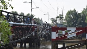 Earlier, Long Kien bridge collapsed due to overloaded trucks