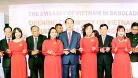 Vietnamese President Tran Dai Quang cuts ribbon to open Vietnam Culture Days in Bangladesh