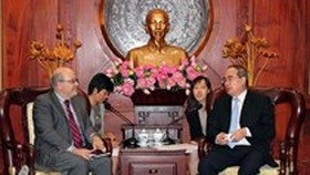 HCMC strengthens cooperation with IMF