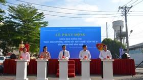 """Các đại biểu khởi động chiến dịch """"Ngày ASEAN phòng chống sốt xuất huyết"""" cấp TP"""