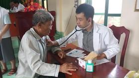 Thăm khám miễn phí cho hơn 250 gia đình chính sách tại huyện đảo Phú Quý