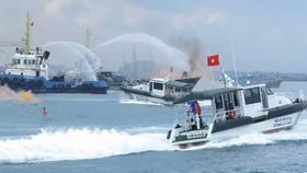 Diễn tập tìm kiếm cứu nạn hàng hải trong vùng nước cảng biển Quảng Ngãi