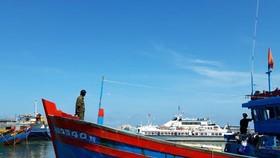 Tịch thu súng điện và bộ kích điện trên tàu cá