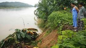 Sạt lở sông Vệ đe dọa hàng trăm hộ dân, nhiều nơi vùng núi bị cô lập