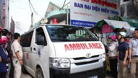 Ambulance arrives at the scene to take the victim's body ( photo SGGP )