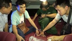 Two Laotian students are arrested when they transport drugs into Vietnam