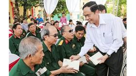 Chính sách với người hoạt động cách mạng bị địch bắt tù đày