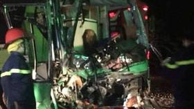 Hai xe khách giường nằm tông nhau, 24 người bị thương nặng