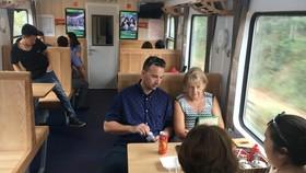 Đóng mới toa xe, tăng chất lượng dịch vụ tàu lửa mùa tết