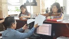 Cán bộ thuế Cục thuế TPHCM làm việc với doanh nghiệp