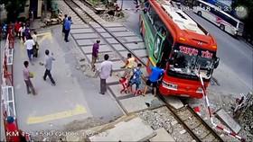 Hiện trường vụ tai nạn (Ảnh cắt từ clip)
